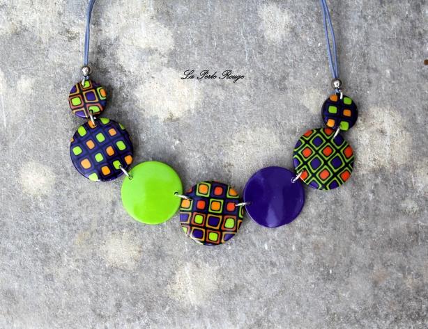 Collier vert, violet et orange