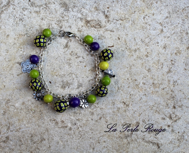 Bracelet breloques vert et violet