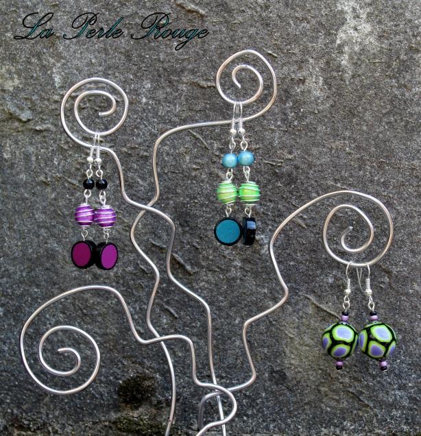 Boucles assorties aux bracelets acidulés